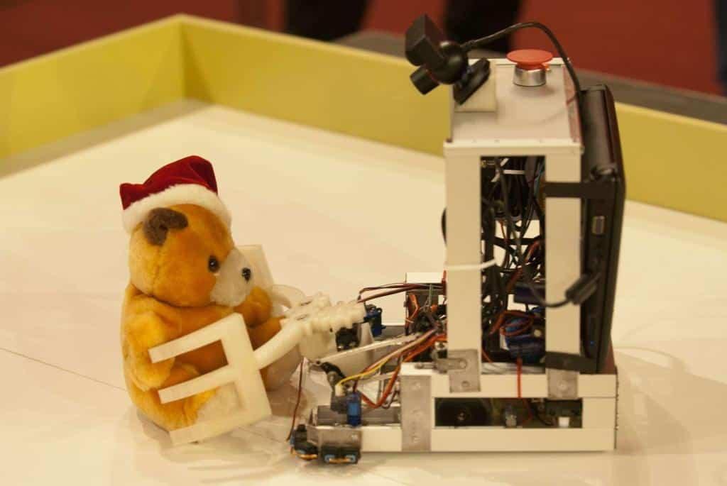 Przykładowy robot ratujący misia.