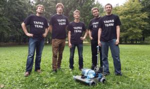 Robot TAPAS wraz z konstruktorami