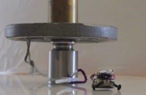 Supersilny, mikroskopijny robot