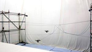 Quadrocoptery z ETH Zurich budują most linowy