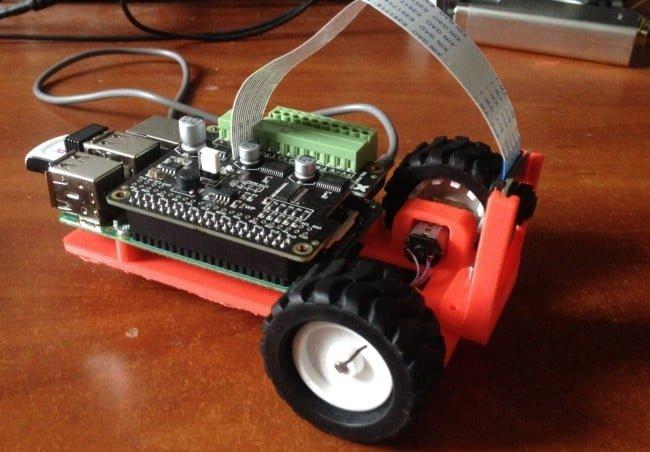 Prototyp robota z kamerą.