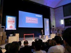Riccardo Luna otwiera konferencję.