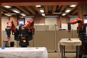 Robot uczy się, jak człowiek, przez powtarzanie