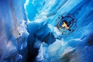 Gimball przemierza jaskinie lodowe