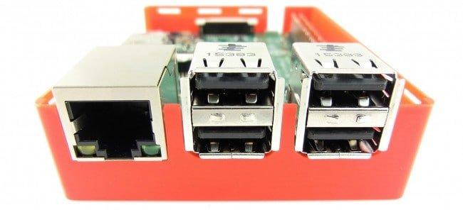 Cztery gniazda USB na tylnym panelu.