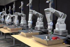 Roboty Google uczą się chwytać metodą prób i błędów