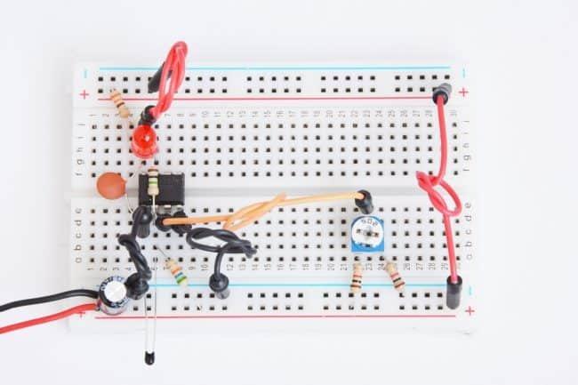 Złożony układ z termistorem.