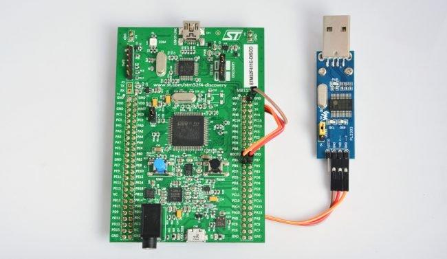 Połączenie zestawu Discovery z konwerterem UART.