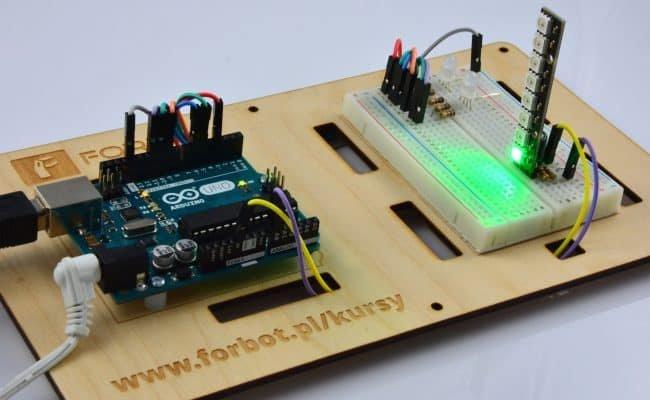 Pierwsza dioda świeci na zielono.