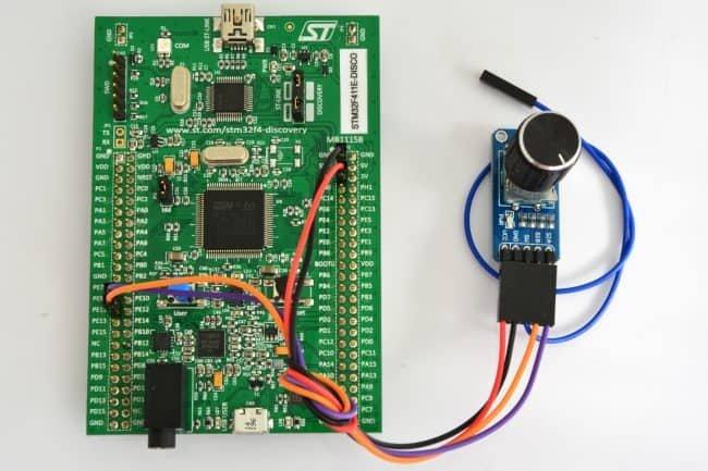Podłączenie enkodera do zestawu Discovery.