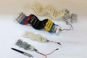 Robot wytwarza falę i pełznie z dużą prędkością