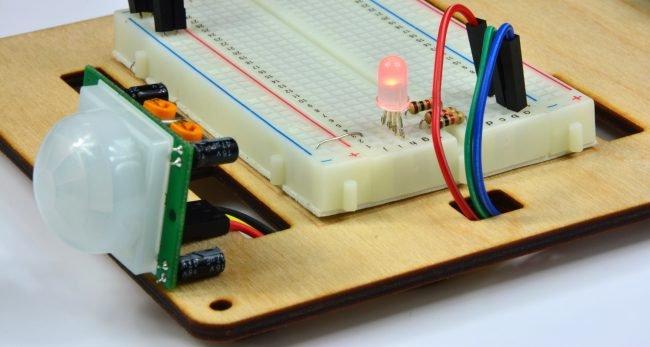 Wykrycie ruchu - dioda świeci na czerwono.