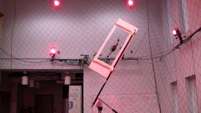 System rejestracji ruchu współpracujący ze zwykłym quadrocopterem.