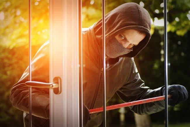 Czy alarm zdąży zauważyć szybkiego złodzieja?