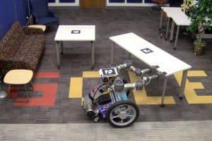 Robot usuwa przeszkody ze swojej drogi