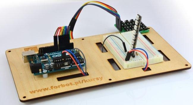 Podłączenie linijki diod do Arduino.