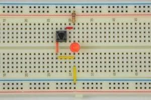 Przycisk puszczony (0) – dioda świeci (1).