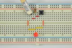 Pierwszy przycisk wciśnięty – dioda świeci.