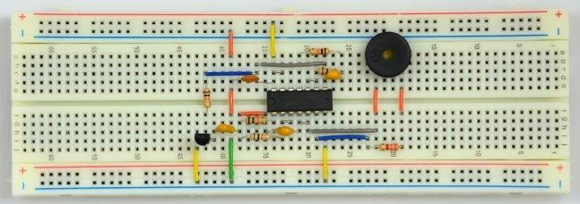 Realizacja sterownika buzzera z modulacją częstotliwości.