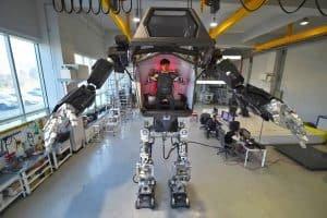 Załogowy robot humanoidalny i jego pierwsze kroki