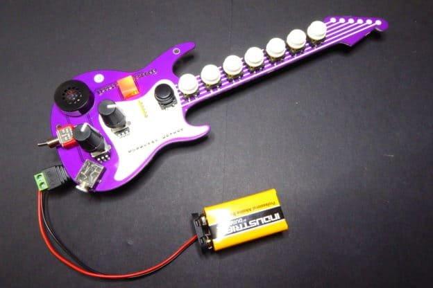 Fenderino - shield w kształcie gitary do syntezy muzyki.