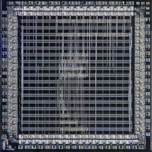 Wnętrze układu ASIC. Źródło: Wikipedia.
