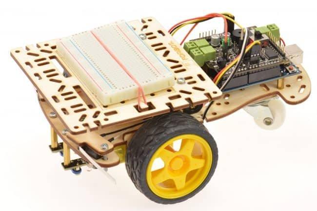 Montaż uniwersalnej podstawki do robota.