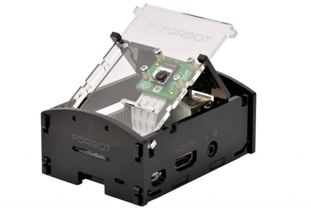 Uniesiona kamera podłączona do Raspberry Pi.