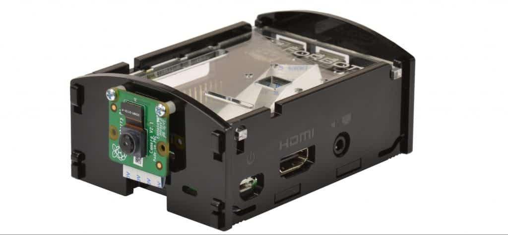 Raspberry Pi w obudowie z podłączoną kamerą.