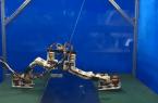 Niezwykle oryginalny robot kroczący z turbinami w stopach!