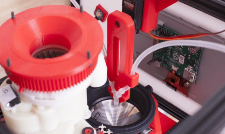 Precyzyjny młynek i dystrybutor wody sterowane przez Raspberry Pi.