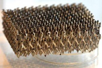 Technologia produkcji mikrostruktur o bardzo niskiej wadze i dużej odporności na wstrząsy i wibracje