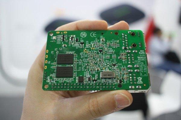 XPI-S905X z widoczną pamięcią DDR3.