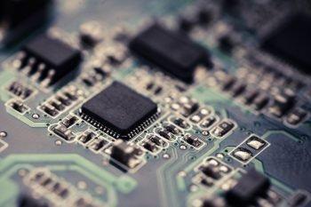 Kompendium pamięci zewnętrznych: EEPROM, FLASH, FRAM
