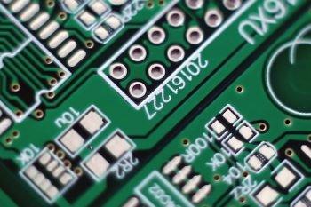 Wygląd PCB z naniesioną warstwą opisową