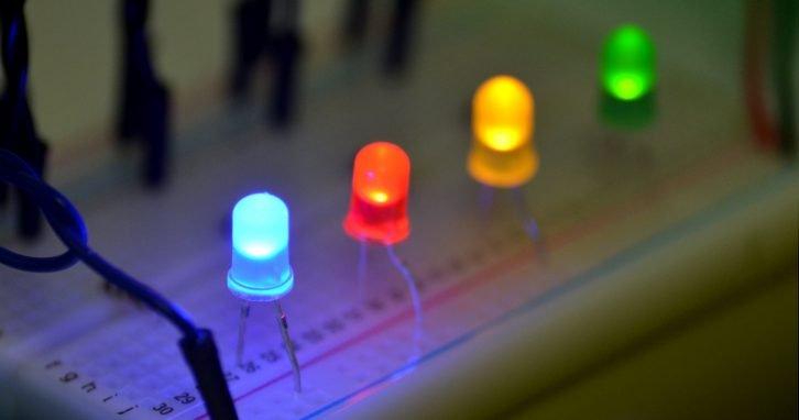 Niebieska dioda świecąca, czerwony LED i inne diody świecące