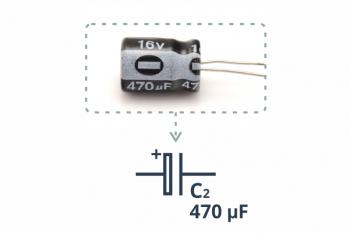 Kondensator elektrolityczny 470 uF wraz z przykładowym symbolem ze schematu ideowego