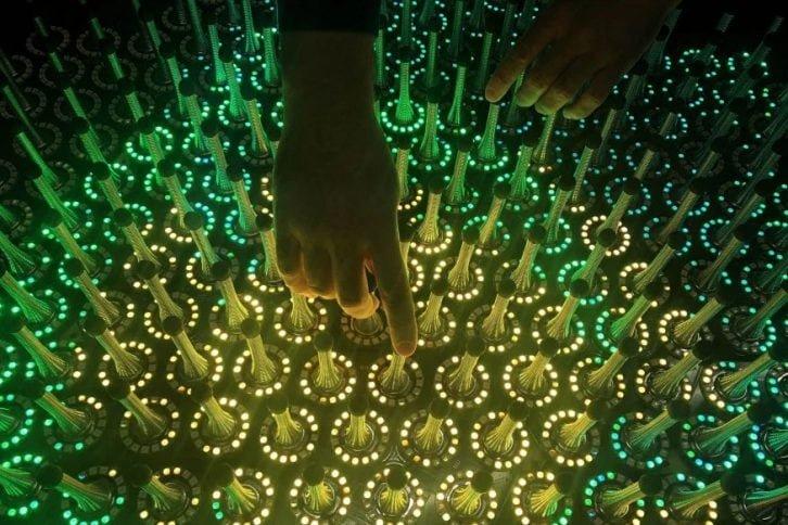 Sprężyny w każdym pierścieniu umożliwiają interakcję z użytkownikiem