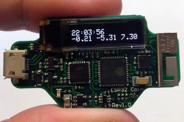 Autor projektu zmieścił nawet niewielki wyświetlacz OLED