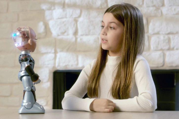 Little Sophia podobno świetnie sprawdzi się jako robotyczny kompan dla dziecka