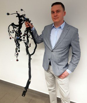 Grzegorz Rasek – Koordynator projektuz wykonaną wiązką bolidu