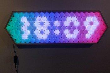 Oryginalny zegar DIY z piłeczek do ping ponga i diod RGB