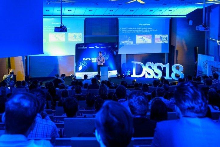 Ponad 100 prezentacji dotyczących obszaru danych