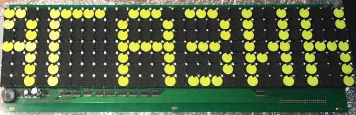 Przykładowy wyświetlacz elektromagnetyczny (flip-dot display)