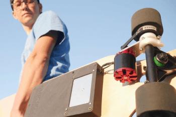 Elektryczna deska w wersji DIY, która rozpędza się do 24 km/h