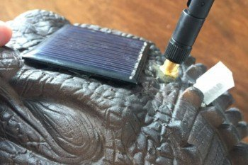 Panel słoneczny, antena Wi-Fi i port programatora