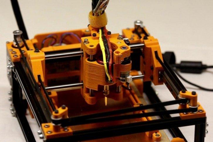 Urządzenie zawiera wiele elementów wydrukowanych w 3D