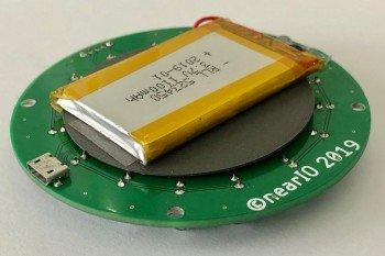 Widok od spodu z podłączoną baterią