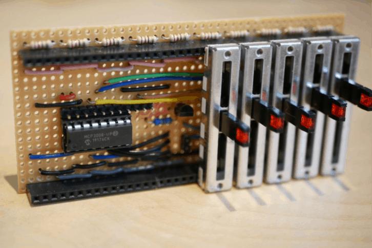 Płytka equalizera z suwakami z diodami LED