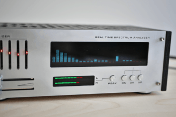 Analizator widma akustycznego na wyświetlaczu VFD